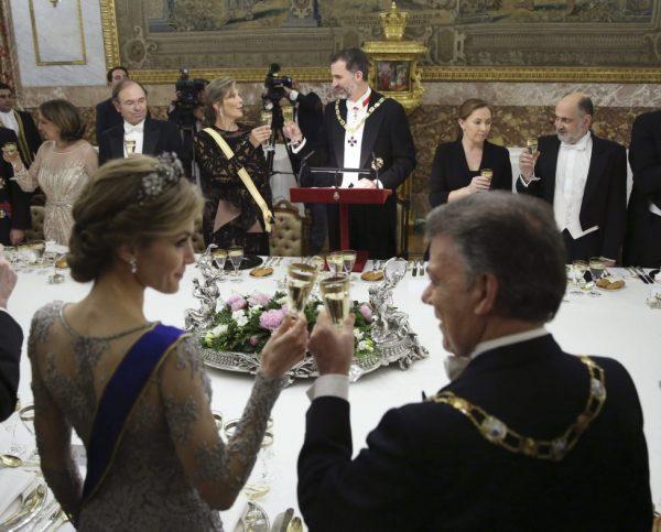 organisation-table-rois-francais-invités-gntl-royal-blue